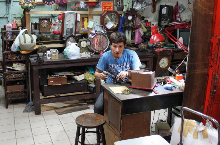 Klokkenmaker in Chinatown, Bangkok
