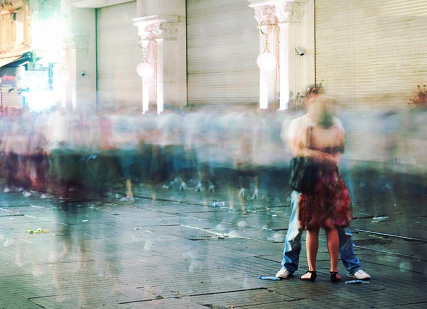Liefde in de straten van Istanbul © Erdem Cirik