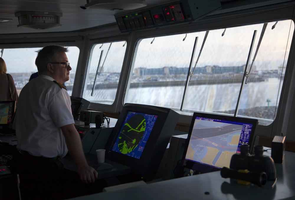 Een kijkje op de brug bij de kapitein