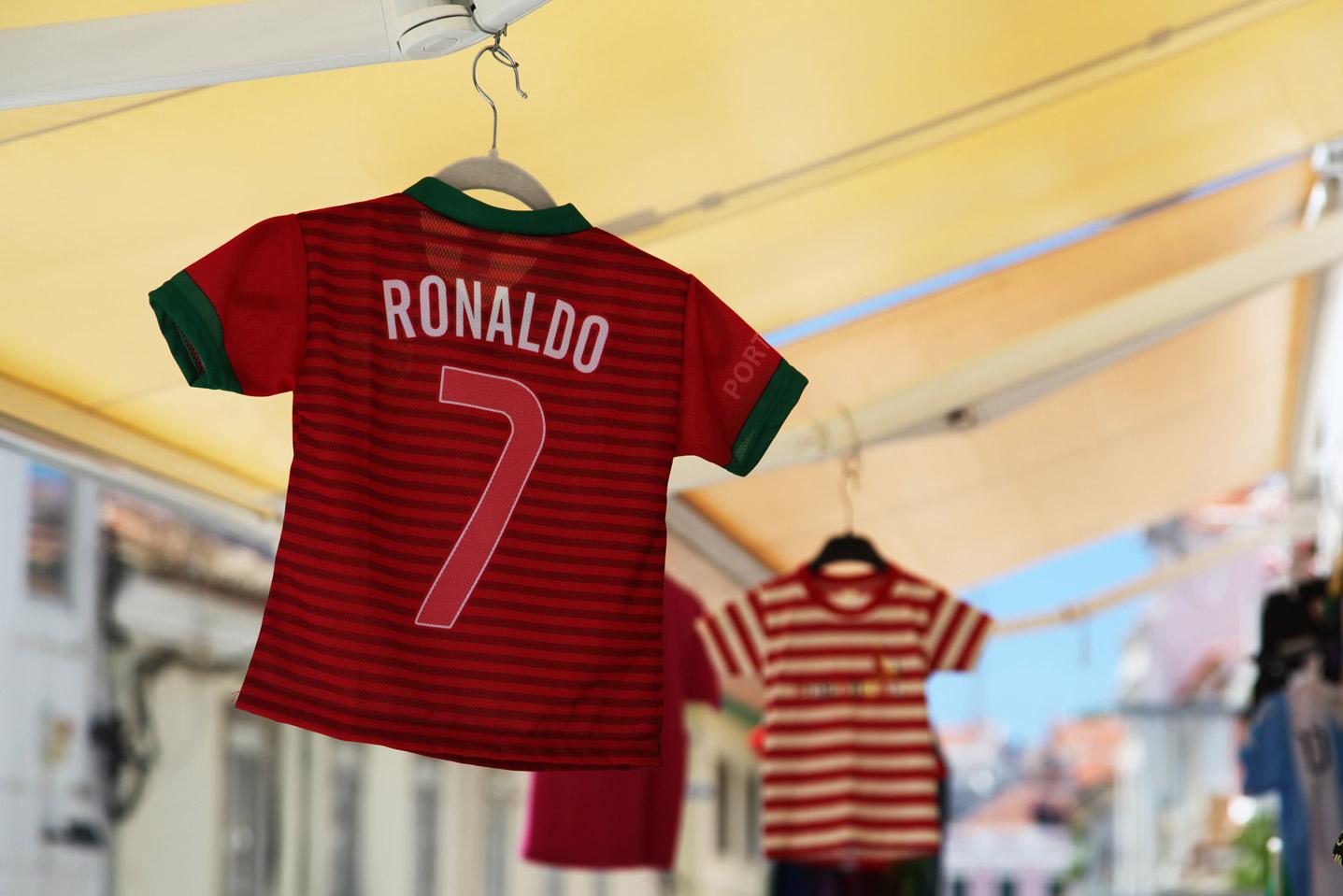 T-shirts van Christiano Ronaldo in Lissabon tijden het WK in 2014